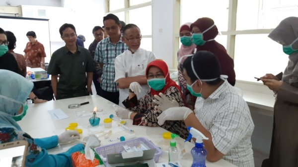 Newton Prize researchers in lab in Indonesia