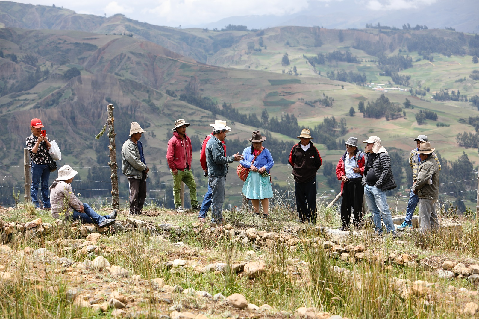 Image of researchers and community in Peru
